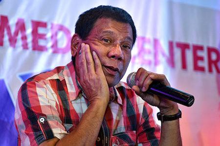 菲律賓媒體18日引述總統杜特爾特的話說,菲方準備擱置南海仲裁結果,以適應當前區域政治局勢。(Jes Aznar/Getty Images)