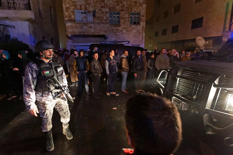 12月18日,約旦小鎮Karak及其周邊地區發生系列恐襲事件,圖為約旦安全部隊包圍了十字軍城堡。(加通社)