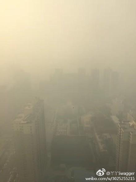 大陸大範圍霾影響區域擴大至142萬平方公里,圖為霧霾下的西安。(網絡圖片)