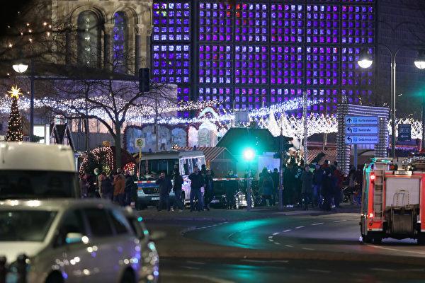 在德國柏林市中心,一輛貨櫃車衝進一個聖誕市場,至少50人受傷,9人死亡。(Sean Gallup/Getty Images)