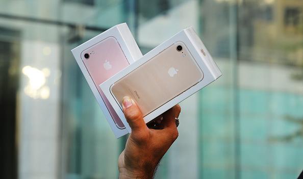 iPhone 7重新設計的Home鍵,具備感應壓力強度,提供震盪式回饋。(Spencer Platt/Getty Images