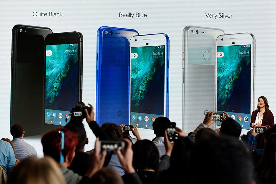 Google 10月4日推出功能強大的智慧手機Pixel,旨在挑戰蘋果iPhone的高端手機地位。圖為Google新品發佈會現場。(大紀元資料室)