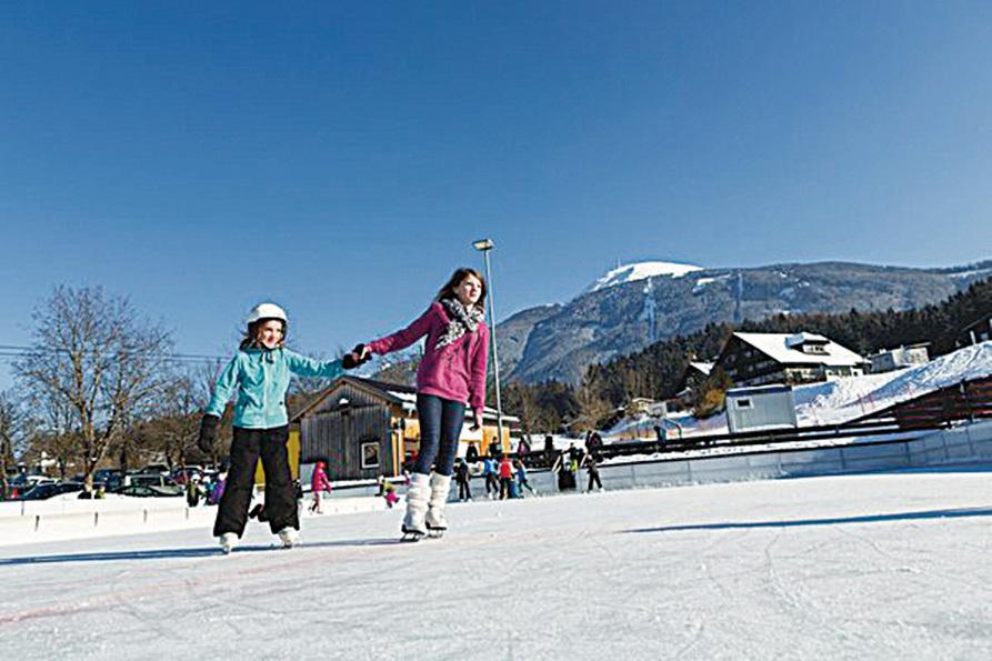 對於廣大遊客而言,因斯布魯克就像是巨大的冬日遊樂場。大人和小朋友都可以各得其樂。(因斯布魯克旅遊局提供)