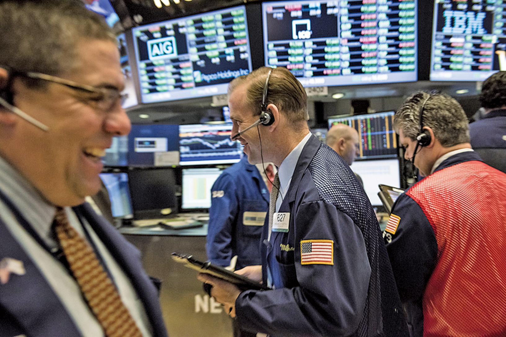 自特朗普勝選後迄今,標普500指數上漲5.5%,道指更揚升超過8%。圖為紐約交易所大廳。(Getty Images)