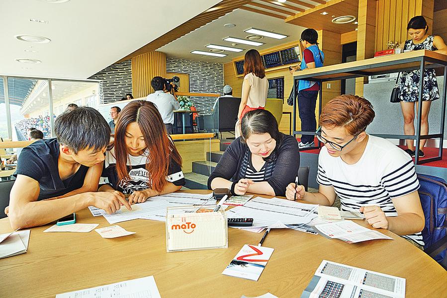 美32萬中國留學生 年消費逾百億美元