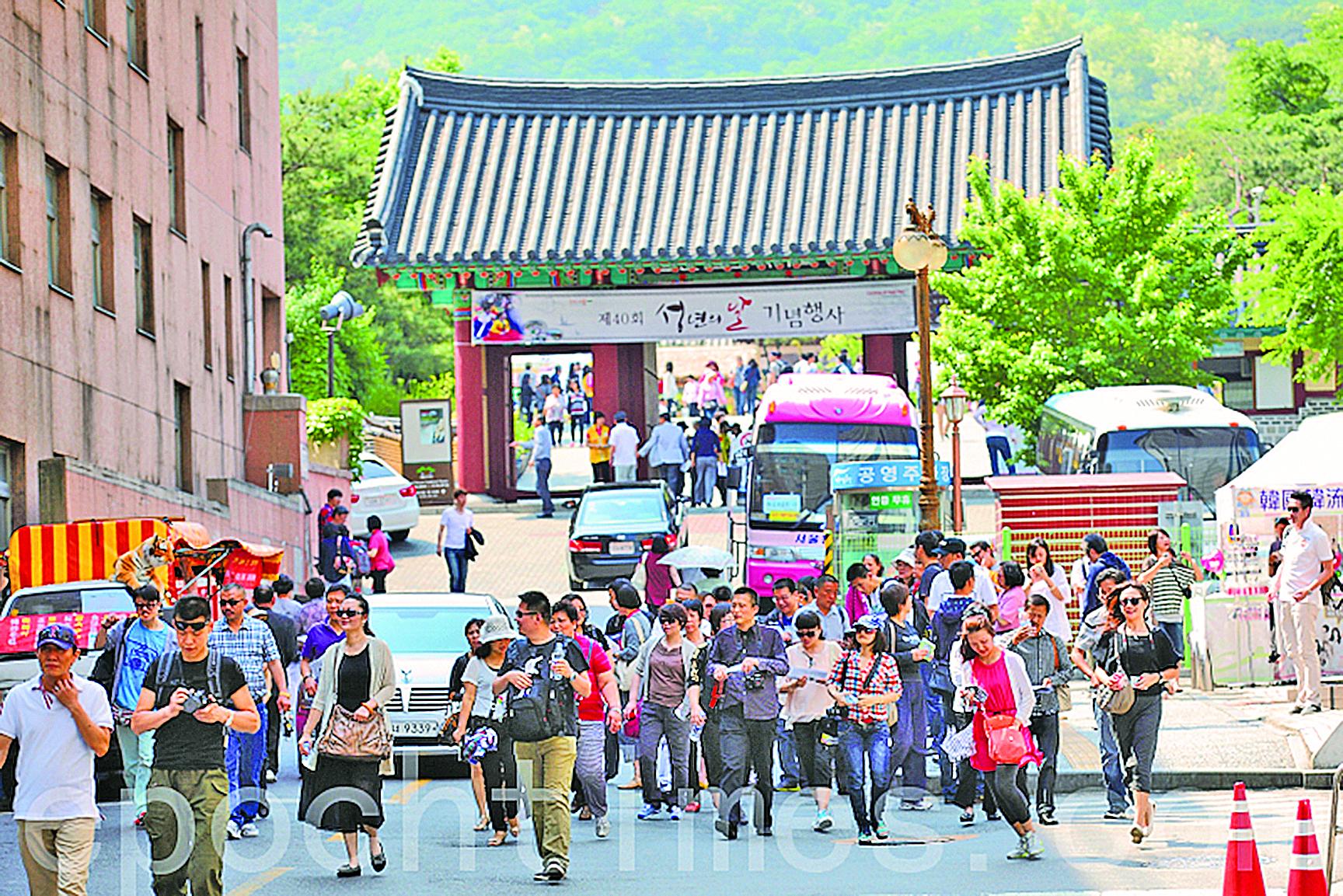 中國遊客在南韓首爾。(全宇/大紀元)