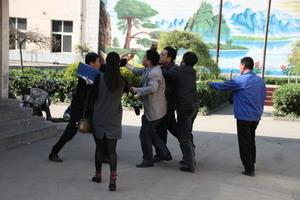 中共官員打架  互咬耳朵手指