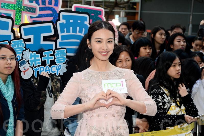朱千雪表示新年又接工作,希望夠交學費。(宋祥龍/大紀元)