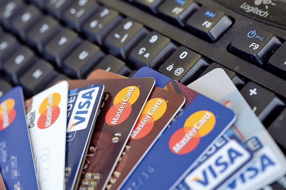 印度11月8日廢鈔政策後,信用卡和簽賬卡交易一個月增長25% 。(Getty Images)
