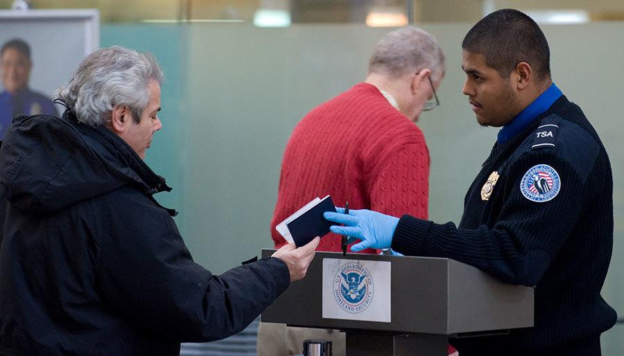 根據一份報告,美國鄰近首都華府的北維州的九名居民,因支持IS恐怖組織遭到逮捕並被定罪,令人震驚的是單看九人的外表,很難讓人聯想到他們會是恐怖份子。(SAUL LOEB/AFP/Getty Images)