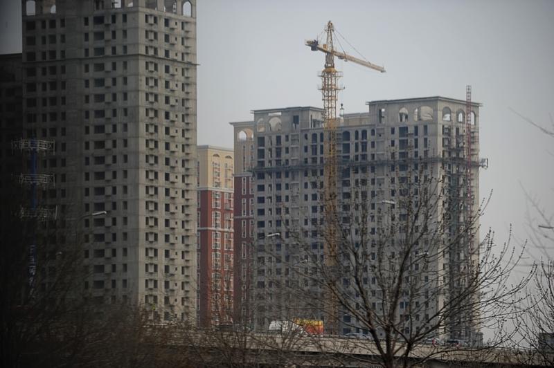 在大陸房地產泡沫日益膨脹的現下,多地已初現泡沫破裂現象,房屋沒建好開發商卻破產。圖為一處沒有建設好的樓盤。(WANG ZHAO/AFP/Getty Images)