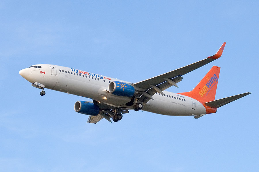 加拿大陽翼(Sunwing)廉價航空公司的機師因酗酒而行為怪異,甚至昏倒在機艙內,機上105人險陪葬。(維基百科公有領域)