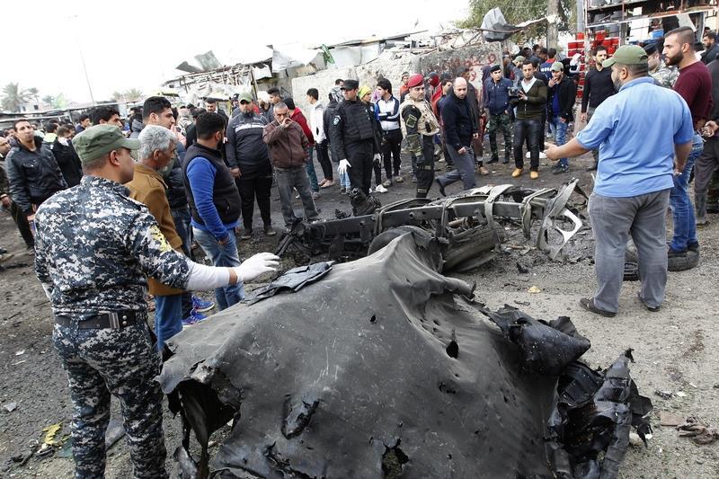 伊拉克首都巴格達2日遭遇自殺汽車炸彈襲擊,警方和醫院人員說,已知至少有32人喪命、61人受傷。這是巴格達3天來遭遇的第2宗重大襲擊。(AFP)