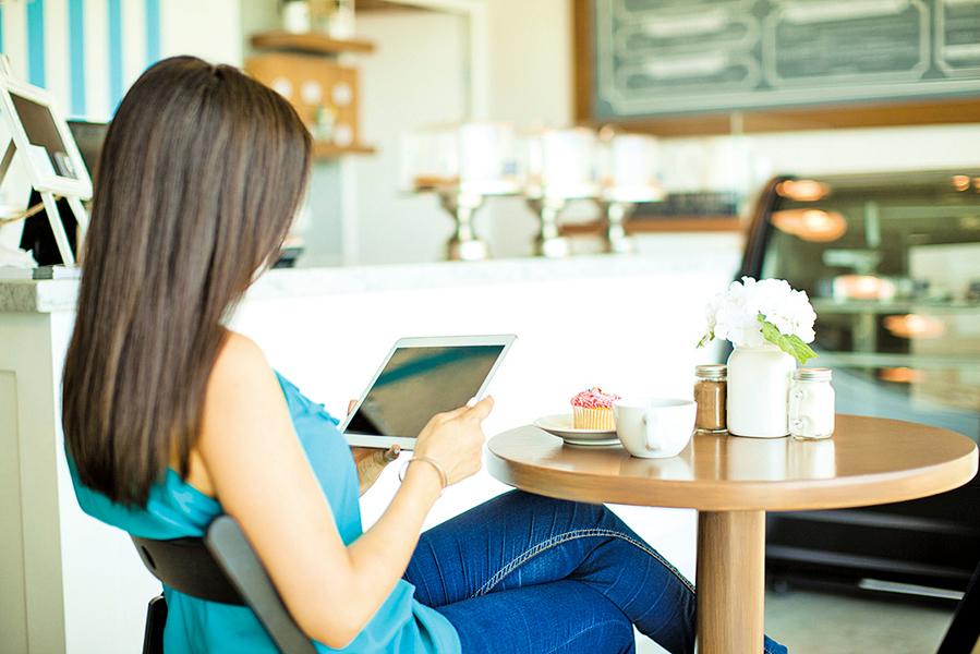 為何在嘈雜室外工作比在繁忙辦公室專心?
