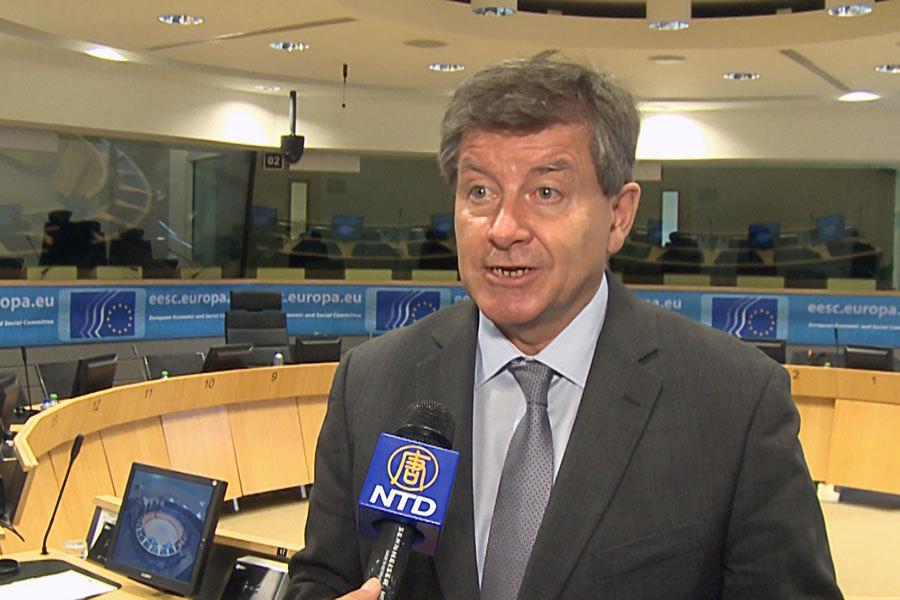 國際勞工組織的總幹事蓋伊・賴德(Guy Ryder)在布魯塞爾接受媒體採訪。(新唐人)