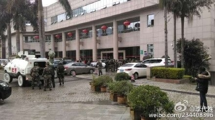 1月4日上午,在四川攀枝花市會展中心,國土資源局局長闖入會場,向市委書記、市長開槍射擊,事件引起外界關注。(網絡圖片)
