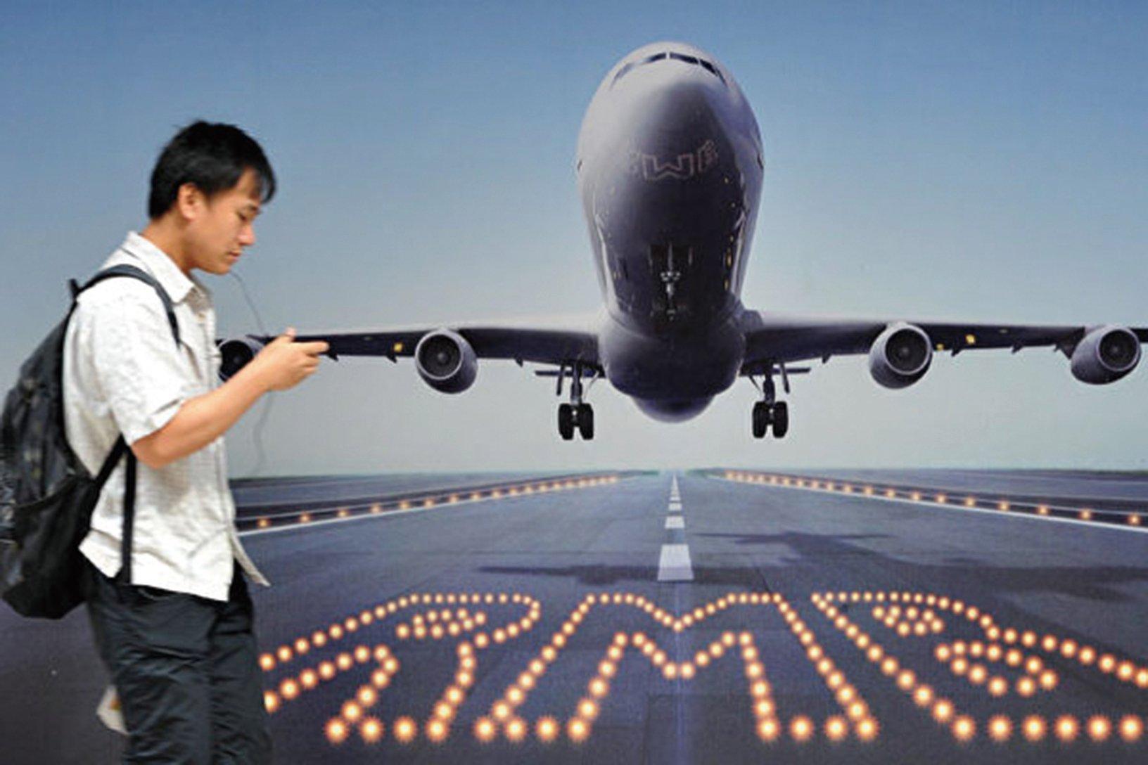 為了不讓手中的貨幣貶值,很多人將資金轉移至海外。(AFP)