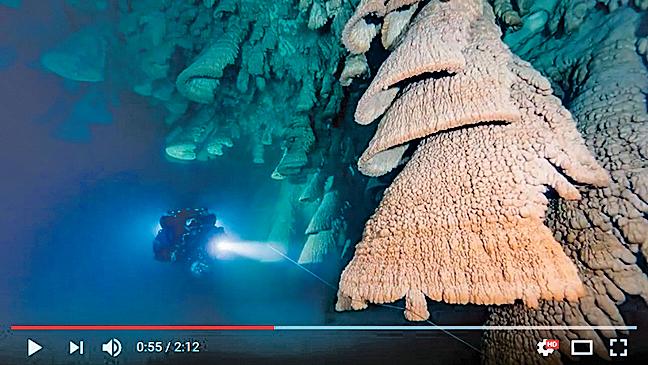 墨西哥「地獄之鐘」長在地洞的奇怪鐘乳石