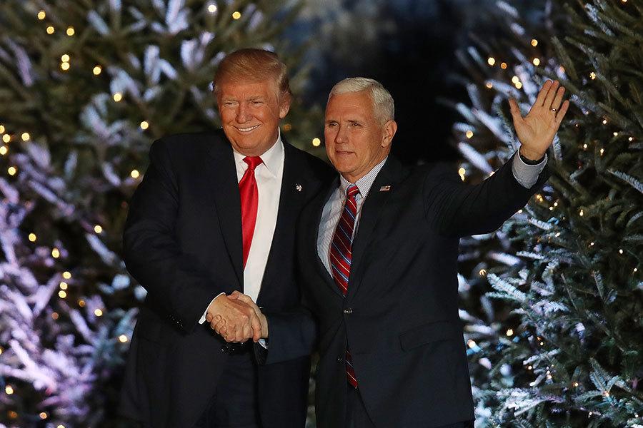 美國候任副總統彭斯4日表示,特朗普計劃在上任首日發佈數個行政命令,廢除奧巴馬健保,有序過渡到最佳方案。(Joe Raedle/Getty Images)