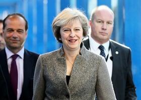 英國首相承諾新年過後公佈脫歐計劃