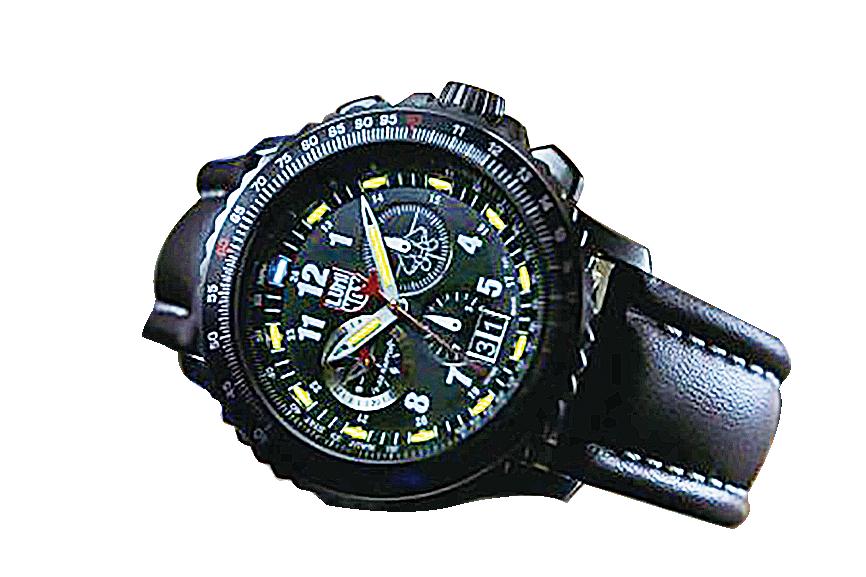 魯美諾斯(LUMINOX)公司推出的F-22猛禽飛行員專用手錶系列,該圖為9247款。(LUMINOX)