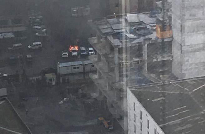 汽車炸彈爆炸現場。(推特擷圖)