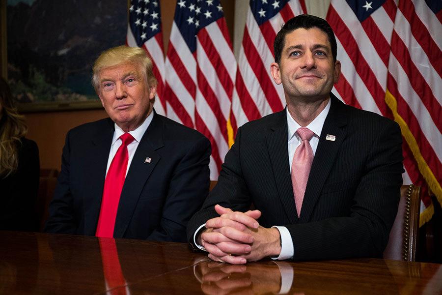 2016年11月10日,特朗普當選美國總統後,在國會與眾議院議長瑞安(右)會面。(Zach Gibson/Getty Images)