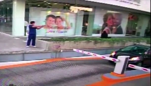 當地時間星期五(1月6日)晚間,美國駐墨西哥瓜達拉哈拉領事館的一名外交官遭到槍擊。圖為槍手。(視像擷圖)