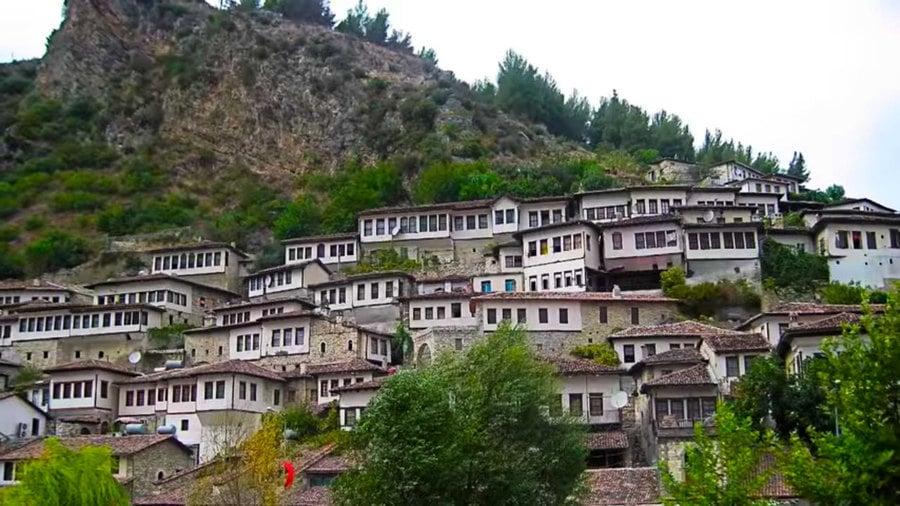 組圖:阿爾巴尼亞千窗之城 列入世界遺產