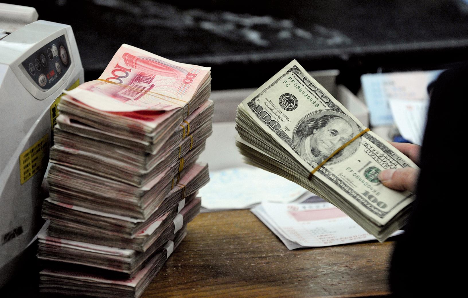 隨著中共當局努力阻止資本外流以及支撐下滑的人民幣,最新數據顯示中國外匯儲備下降遠遠超過預期,達到六年來最低水平。(Getty Images)