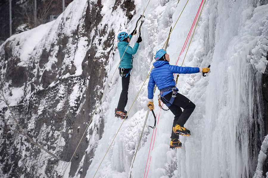 法國東部Metabief城市一個滑雪場,人造瀑布結冰。(AFP/Getty Images)