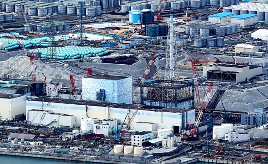 共同社報道,圍繞東京電力公司福島核事故的處理工作,通過凍結地層阻隔地下水來控制核污水的「凍土遮水壁」計劃陷入困局。圖為現在的福島第一核電站。(The Asahi Shimbun/Getty Images)