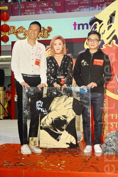 鄭丹瑞、胡琳、馬榮成等8日在屯門出席「風雲盛世賀新禧」開幕禮。(宋祥龍╱大紀元)
