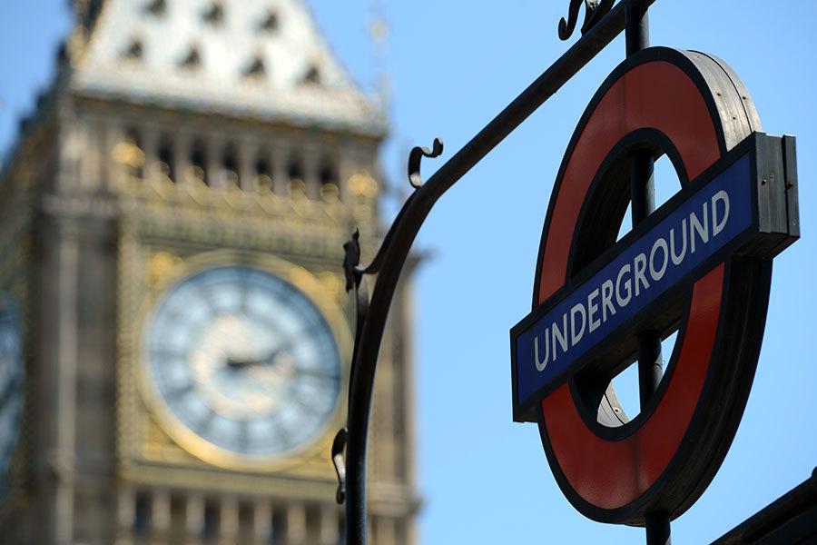 倫敦地鐵系統今天因罷工造成大部份列車停駛、市中心許多車站關閉,數以百萬計倫敦市民本周剛開始就被迫忍受交通混亂狀況。(JOSHUA ROBERTS/AFP)
