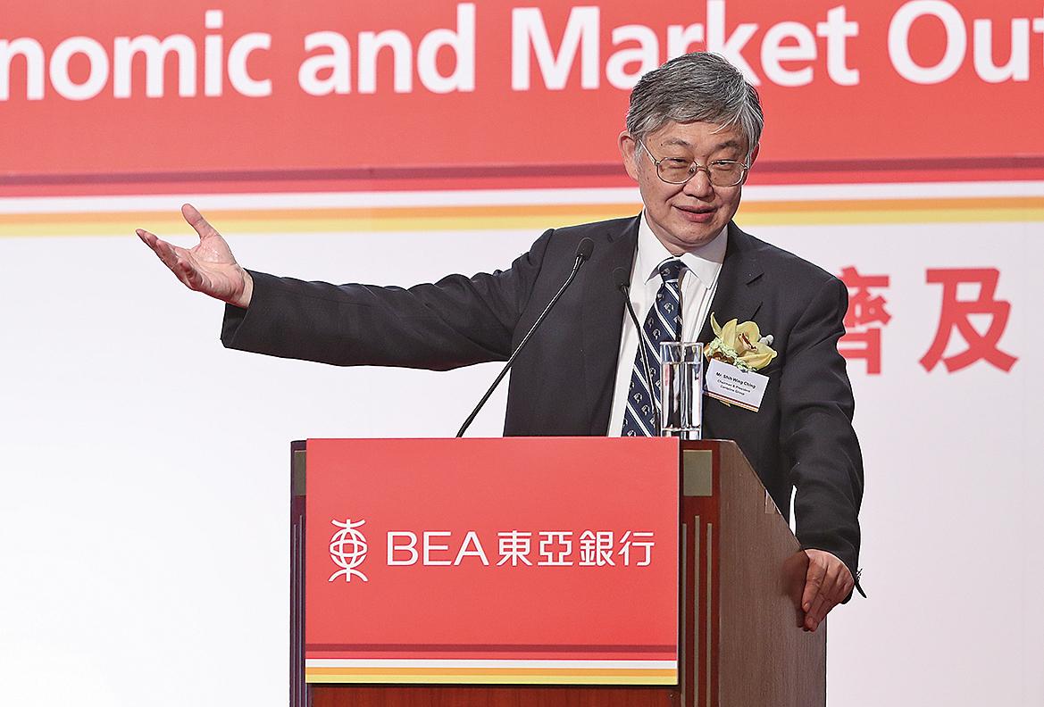 中原集團主席施永青出席一個論壇時表示,未來樓價會有調整及回落,料2017全年樓價或跌8至13%。(余鋼/大紀元)