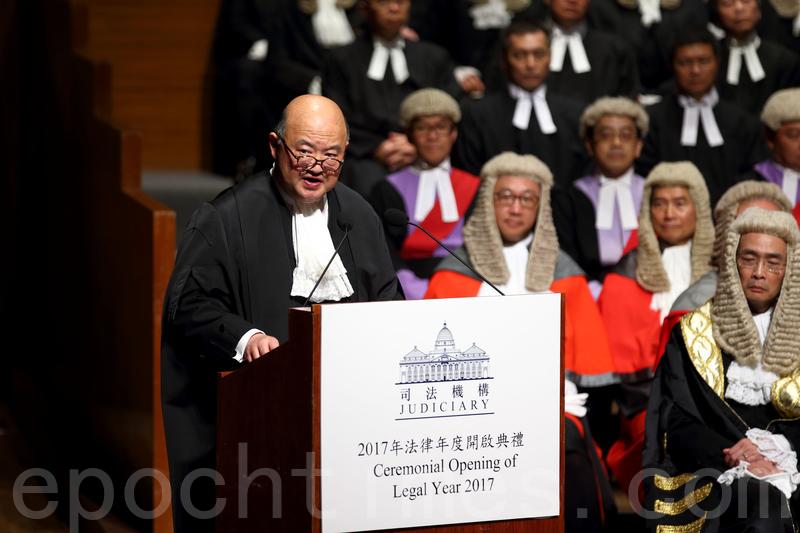 馬道立昨日在法律年度開啟典禮,強調法庭面對任何事件的處事方式不會改變,又呼籲社會應該理解及奉行法治。(李逸/大紀元)