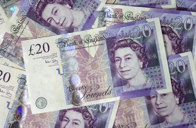 英首相暗示徹底脫歐 英鎊跌至新低