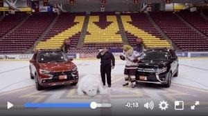 北極熊在冰上拍廣告頻頻滑倒 網民笑翻