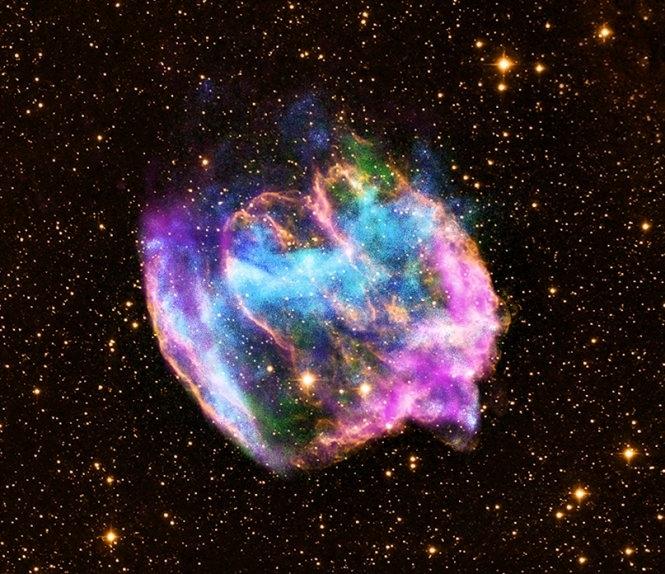 一種超新星的美麗殘骸,實際上表明那裏曾發生極為劇烈的星球解體毀滅。(圖片來源:NASA)