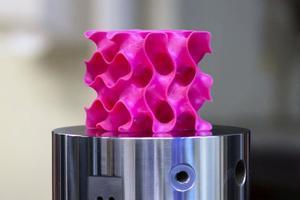 新「超材料」比塑料輕薄比鋼鐵強十倍