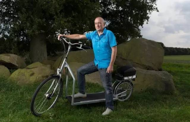 荷蘭人貝格米斯特(Bruin Bergmeester)4年前發明的「步行單車」。(網絡圖片)