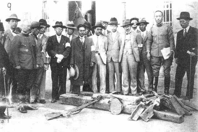 「九一八」事變,日軍所使用的偽證:幾頂東北軍的軍帽、一支步槍、兩根被炸的枕木。(網絡圖片)