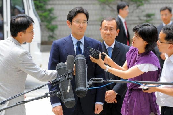 三星集團少主李在鎔被南韓獨立檢察組列為總統朴槿惠親信干政醜聞案的疑犯之一。(JUNG YEON-JE/AFP/Getty Images)
