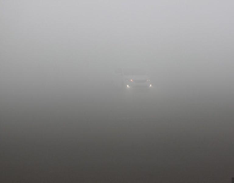 中國大陸東北地區多地連續數日出現霧霾天氣,由於污染太嚴重,一些地區紅綠燈無法辨顏色。圖為哈爾濱籠罩在霧霾中。(網絡圖片)