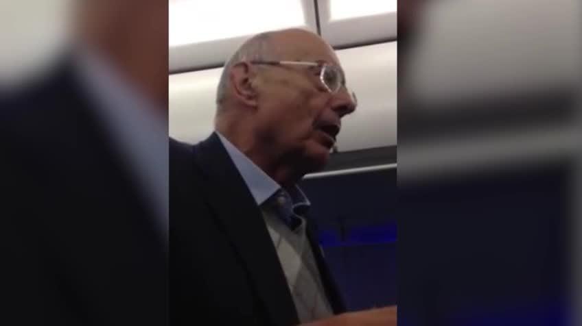 前美國參議員號召乘客對抗機長 被趕下機