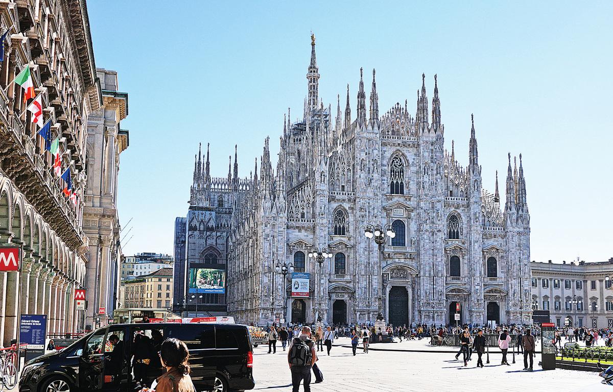 米蘭大教堂1386年開始建造、跨越500年才完成,宏偉壯觀。(野上浩史/大紀元)