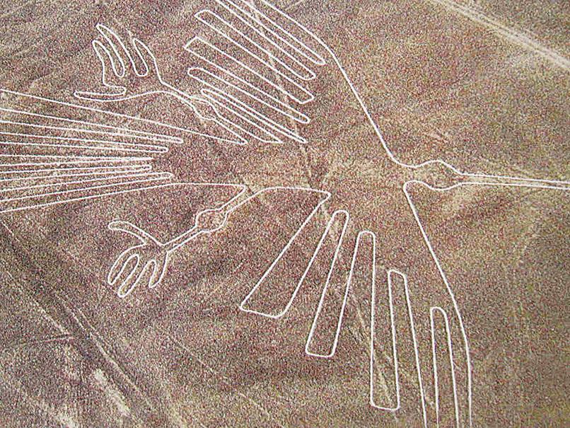  秘魯納斯卡荒原上蜂鳥狀的巨型圖案。(網絡圖片)