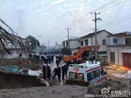 1月8日凌晨,中共500多名城管對江蘇徐州市銅山區漢王鎮馬山村突襲暴力強拆,十餘人被打成重傷住院。(網絡圖片)