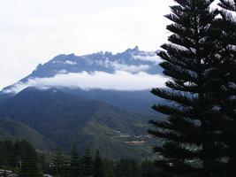 婆羅洲 充滿神祕色彩的神山
