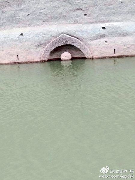 江西洪門水庫水位降低  明朝佛像露出水面